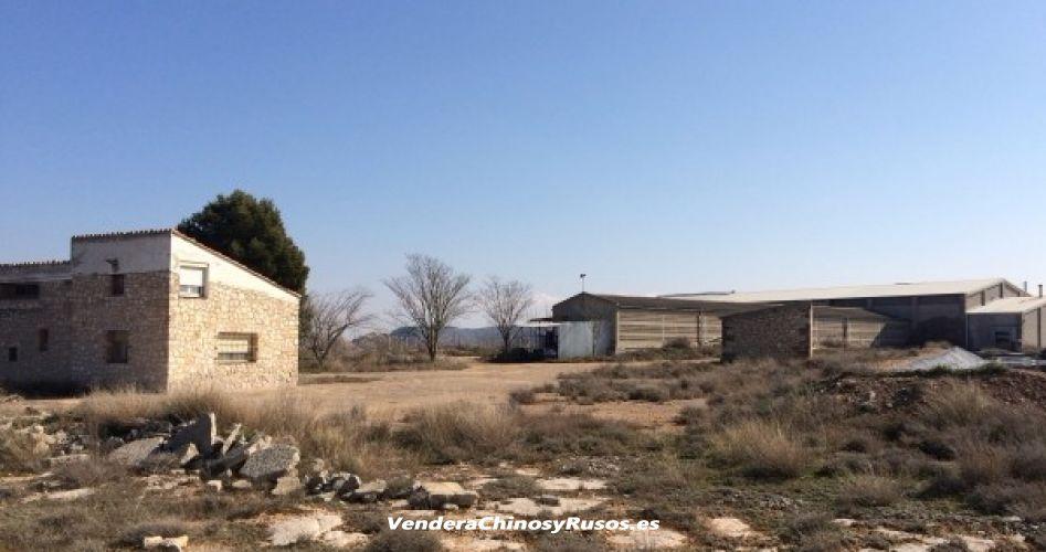 Vender a Chinos Nave industrial y casa rural en catalunya